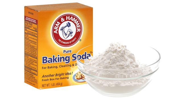 cach-khu-mui-hoi-giay-bang-bot-baking-soda
