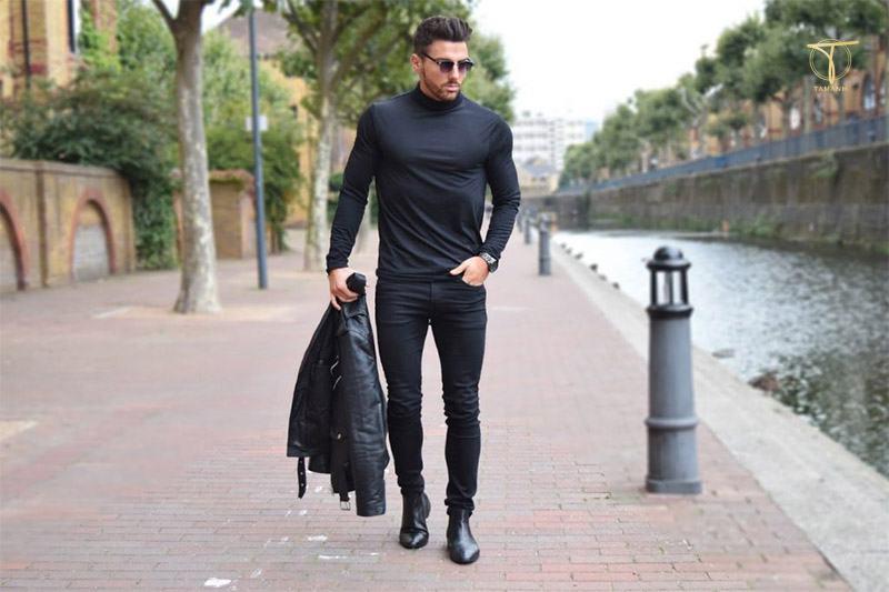 Quần tây đen cùng giày Chelsea Boots
