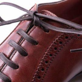 Những cách buộc dây giày da đơn giản