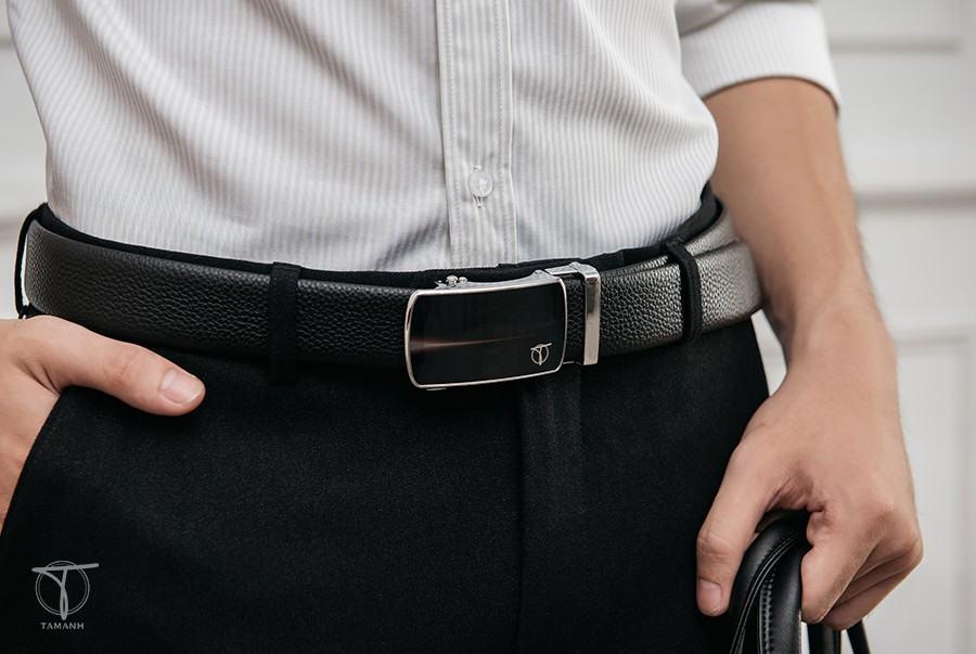 Chọn thắt lưng trùng với màu quần Jean