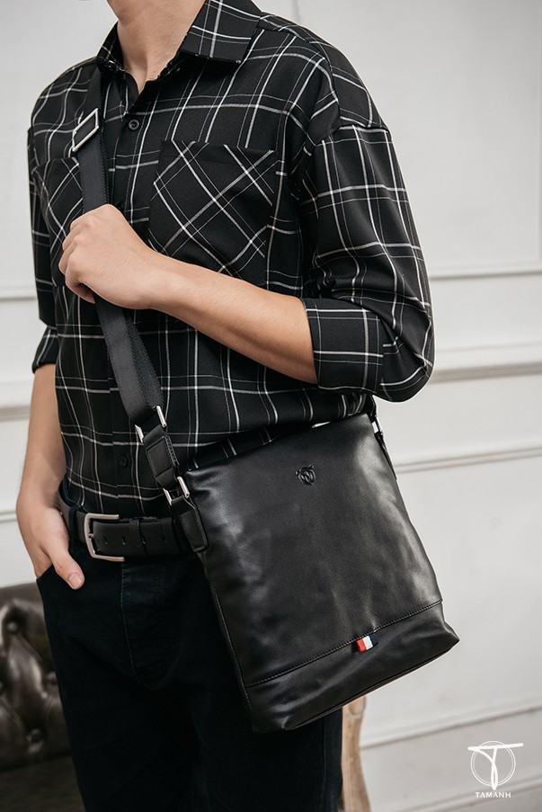 Phối đồ với túi đeo chéo