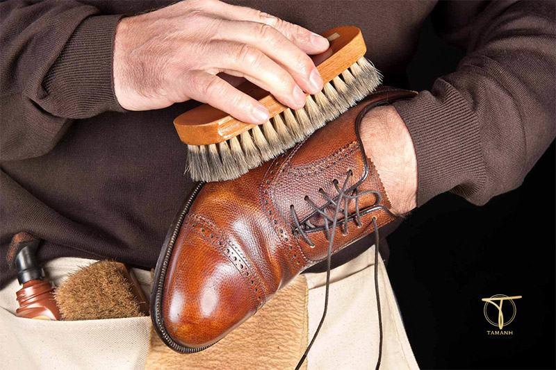 Cách xử lý giày bị mốc lâu năm