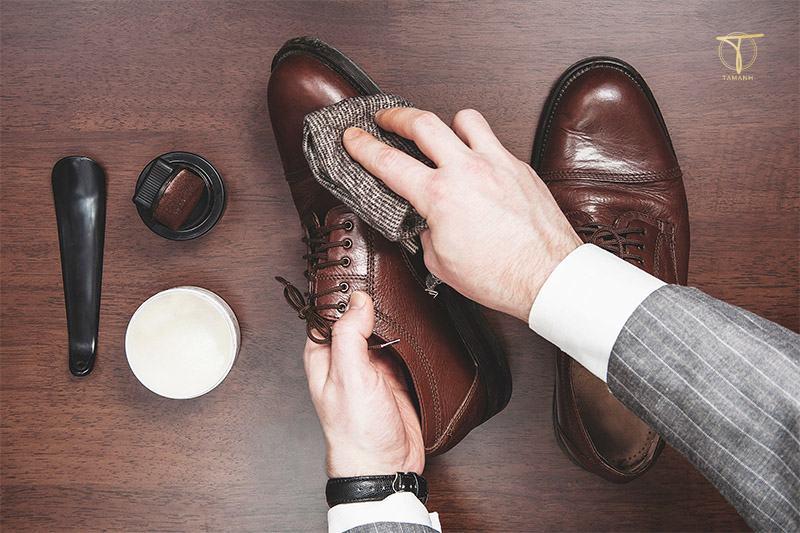 Cách xử lý giày da bị mốc nhẹ