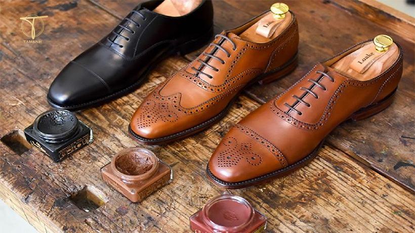 Cách bảo quản giày da khỏi bong tróc