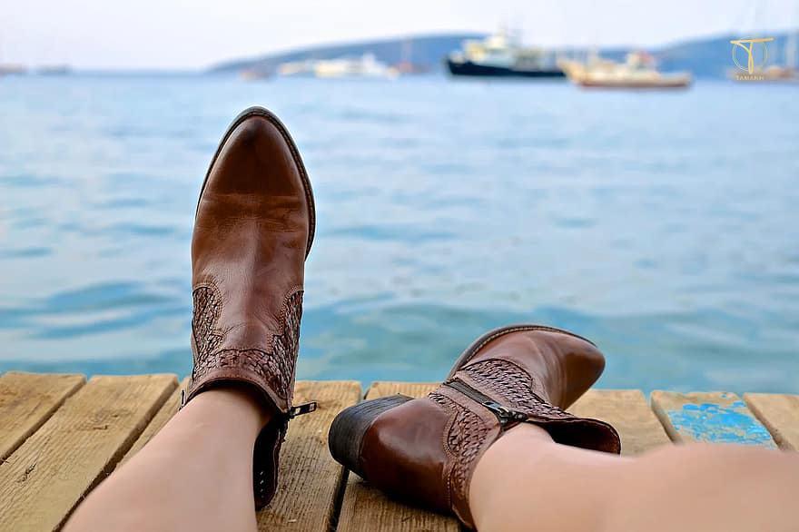Giày da bị ẩm, ngấm mưa