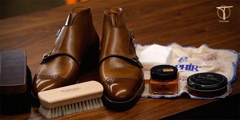 khắc phục giày da bằng dầu olive