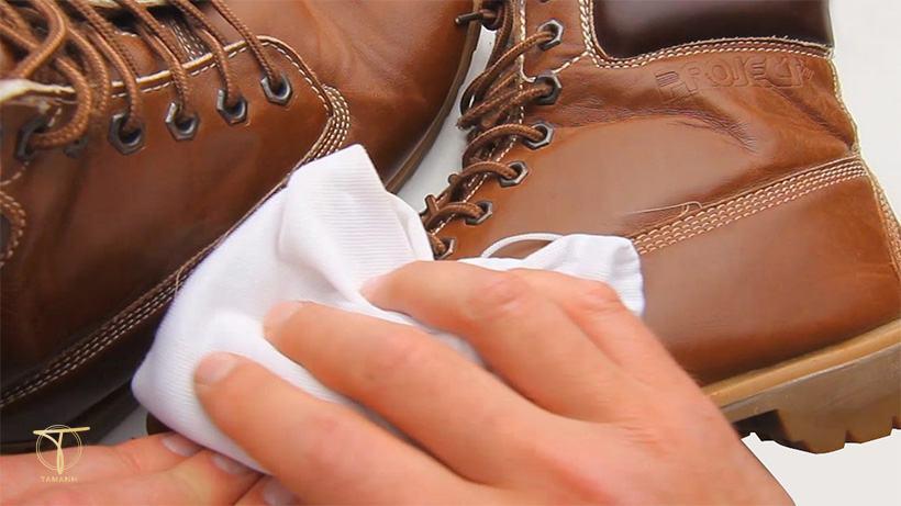 Làm mềm da giày