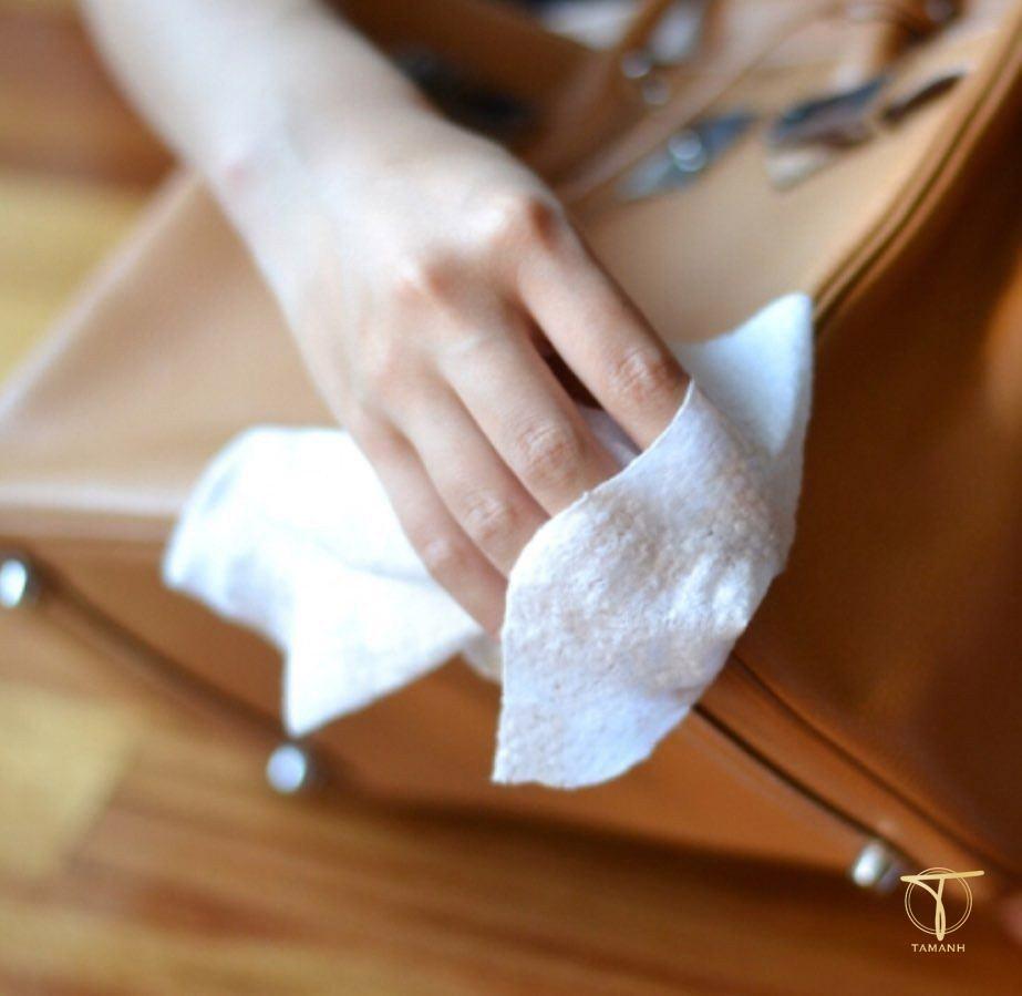 Lưu ý khi làm sạch túi da
