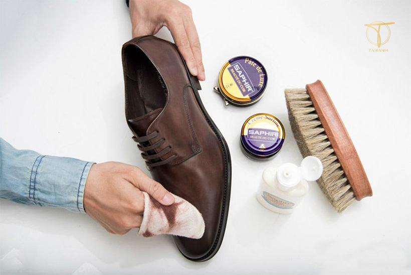 Cách sửa giày da nam bị bong tróc