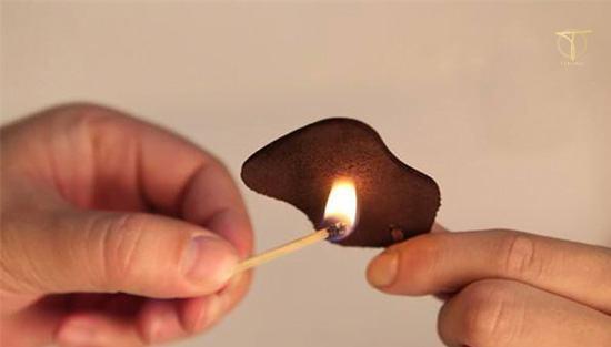Dùng lửa hơ qua đồ da