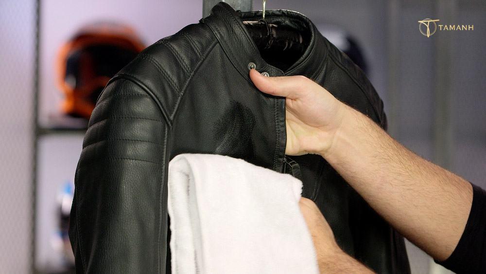 Khử mùi hôi trên áo bằng cách làm khô