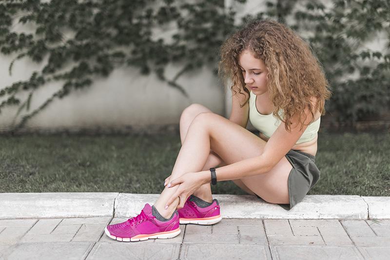 Đi giày bị đau chân ảnh hưởng tới sức khỏe
