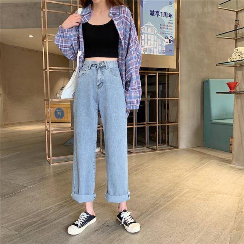 Mặc quần ống rộng mix với sneaker hở gót